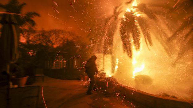 california incendi morti, evacuata malibù, Sicilia, Mondo
