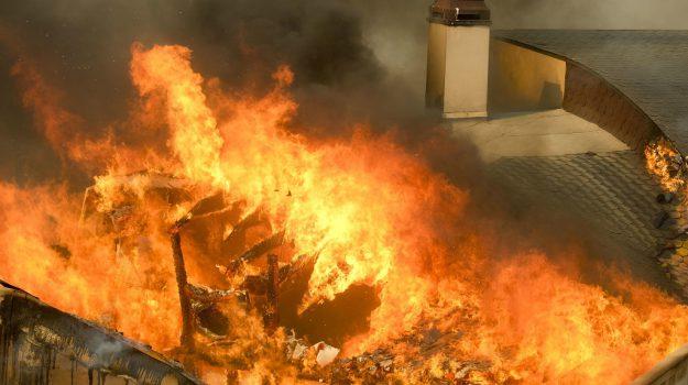 evacuata malibù, fiamme in california, Sicilia, Mondo