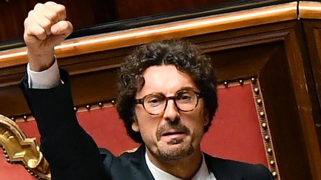 decreto genova, Danilo Toninelli, Sicilia, Politica