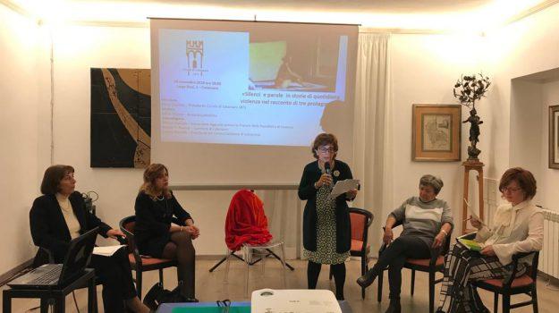 giornata contro la violenza alle donne, violenza donne, Catanzaro, Calabria, Cronaca