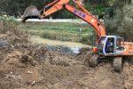 Crotone, ruspe in azione sul Tacina: demolito manufatto abusivo