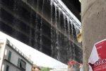 Furci Siculo, una cascata d'acqua dal viadotto: disagi in via Cesare Battisti
