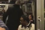 Napoli, offende migrante su un treno: una donna lo zittisce