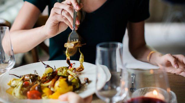 italiani pranzo cucina cibo, Sicilia, Società