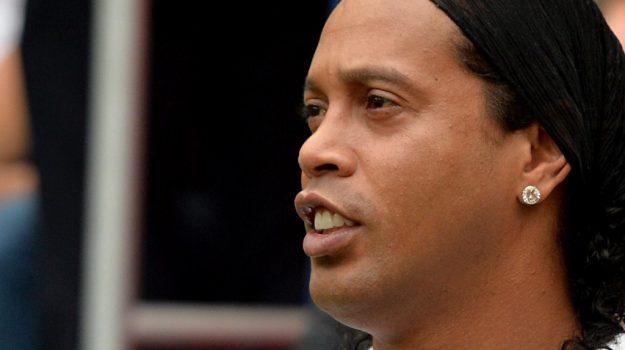 Ronaldinho in miseria, Ronaldinho, Sicilia, Sport