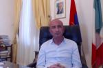 Milazzo, stipendi non pagati al Comune: è scontro tra il sindaco e i dipendenti