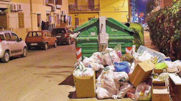 150 tonnellate rifiuti crotone, Akrea rifiuti crotone, crotone, emergenza rifiuti Crotone, rifiuti crotone, Catanzaro, Calabria, Cronaca