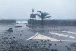 Violenta mareggiata a Canneto, danni anche alla sede stradale