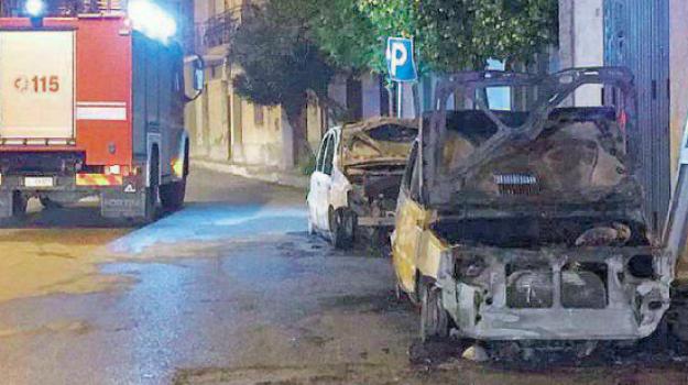 corigliano-rossano, furgoni incendiati corigliano, incendi Corigliano Rossano, Cosenza, Calabria, Cronaca