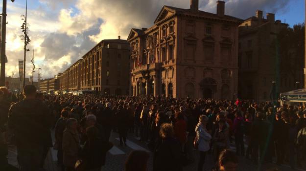 balcone Marsiglia, crollo manifestanti Marsiglia, crollo Marsiglia, due feriti marsiglia, marcia bianca Marsiglia, Sicilia, Mondo