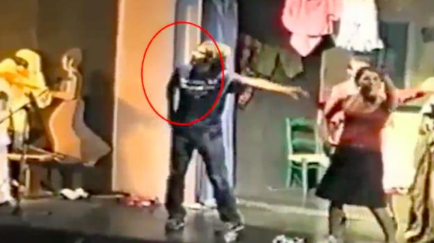 """Di Battista """"animatore"""" e ballerino a San Vito Lo Capo, il video diventa virale"""