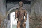 Rogliano, danneggiata un'altra opera del Museo all'aperto Misar