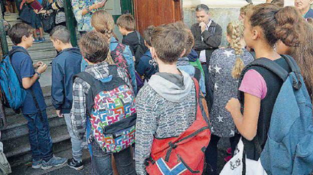 lasciare figlio a casa, locri, scuola medie reato, sentenza figlio medie, Reggio, Calabria, Cronaca