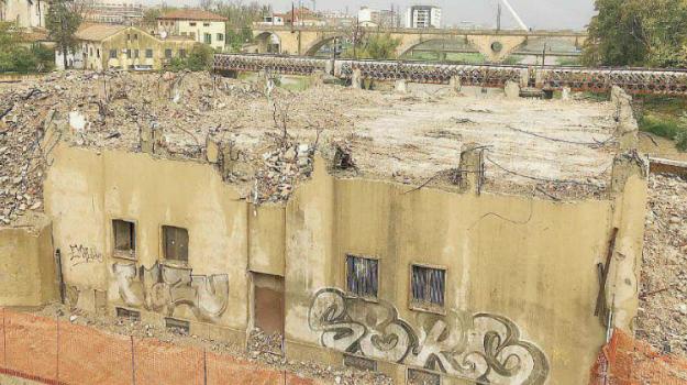 demolizione ex hotel Jolly, hotel Jolly, museo alarico, Cosenza, Calabria, Cronaca