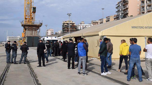 migranti iracheni barca, migranti iracheni spropoli, migranti spropoli, sbarco migranti spropoli, Reggio, Calabria, Cronaca