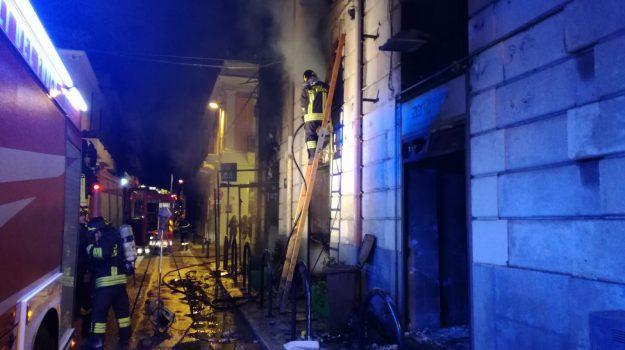 incendi, intimidazioni, negozi, racket, reggio, Reggio, Calabria, Cronaca