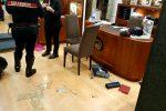 Rapina in gioielleria a Messina, banditi in fuga: le immagini del raid