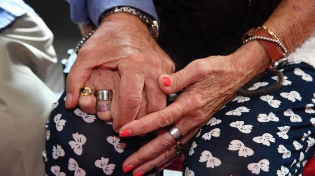 festa dei nonni, Sicilia, Società