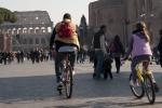 Mobilità: cittadini di più a piedi, provinciali in auto
