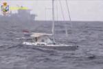 Ragusa, hashish trasportato via mare: le immagini del veliero della droga