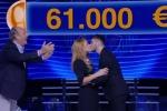 «Caduta Libera»: due concorrenti si fidanzano in trasmissione. La sorpresa di Gerry Scotti