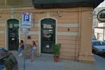 Nuova intimidazione in pieno centro a Reggio, fiamme in un bar