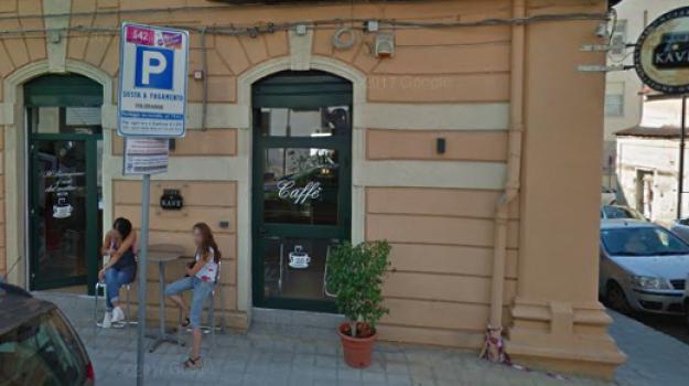 Nuova intimidazione in pieno centro a Reggio, fiamme in un bar ...