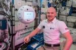 L'assistente digitale Cimon sulla Stazione Spaziale con il comandante Alexander Gerst (fonte: ESA/NASA)