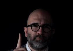Donato Carrisi: «Se avessi a disposizione solo un'ultima ricerca online, quale sarebbe?» Lo scrittore dialoga con i lettori in attesa dell'uscita de «Il gioco del suggeritore» (Longanesi) - Corriere Tv