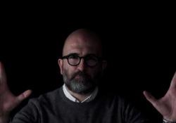 Donato Carrisi: «Se i social non ci fossero più, quale sarebbe il vostro ultimo post?» Lo scrittore dialoga con i lettori in attesa dell'uscita de «Il gioco del suggeritore» (Longanesi) - Corriere Tv