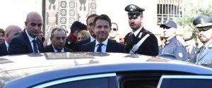 L'ingresso della prefettura di Reggioin attesa del presidente del Consiglio, Conte