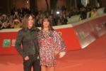 Festival del Cinema Roma, applausi e selfie con i fan per Asia Argento sul red carpet