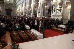"""Vittime di Casteldaccia, i funerali a Palermo: """"No all'insopportabile rimpallo di responsabilità"""""""