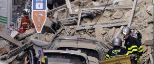 """Catastrofe a Marsiglia, due palazzi crollano in centro: """"Forse c'è gente sepolta"""""""