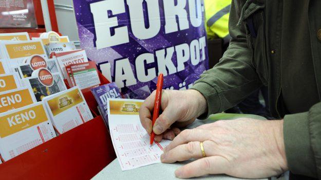 Eurojackpot, Sicilia, Società