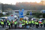 Gilet gialli, sale la tensione in Francia: oltre 400 i feriti