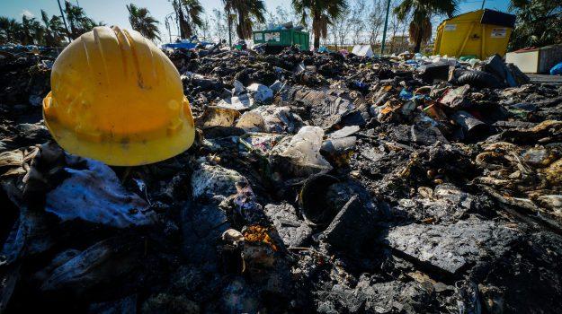 bonifica, discarica abusiva di rifiuti, ecologia oggi, Parco del Benessere di Cosenza, spazzatura, viale mancini, Cosenza, Calabria, Cronaca