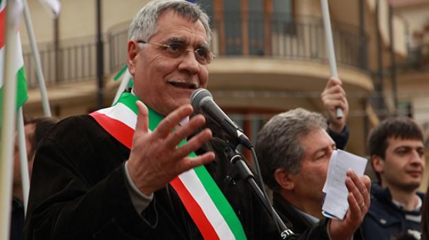 aggressione, corigliano-rossano, ex sindaco, giuseppe geraci, Giuseppe Geraci, Cosenza, Calabria, Cronaca