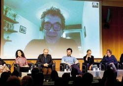 Gli scrittori della storia a staffetta raccontano l'esperienza collettiva