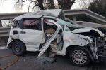 Incidente sulla Messina-Catania, morto un uomo nello scontro tra auto e tir all'altezza di Giardini Naxos