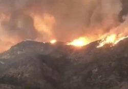 Il bilancio delle vittime degli incendi in California sale a 25 morti e 110 dispersi