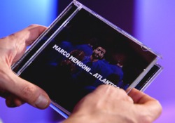 Marco Mengoni presenta il suo nuovo album. Si chiama Atlantico «come l'oceano su cui tante volte sono passato»