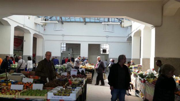 mercato messina, Messina, Sicilia, Economia
