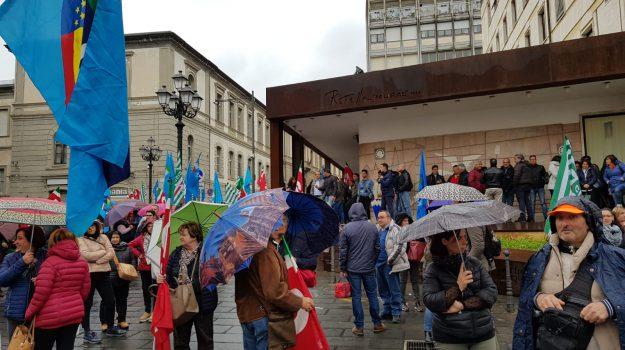 precari calabria, protesta precari, Catanzaro, Calabria, Economia