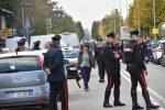 """'Ndrangheta """"Aemilia"""", condannato si barrica nell'ufficio postale: 4 ostaggi. Chiede di parlare con Salvini"""