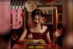 Le bacchette per mangiare un cannolo, ecco lo spot che ha inguaiato Dolce&Gabbana in Cina - Video