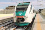Ragazza di 15 anni si toglie la vita sotto un treno a Napoli tre mesi dopo il suicidio del fidanzato