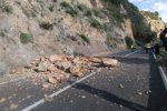 Frana la statale 114, strada chiusa al traffico ad Alì Terme
