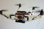 Il drone pieghevole cambia forma in volo come un uccello per attraversare i passaggi più stretti in missioni di soccorso e sorveglianza di aree di crisi. (fonte: UZH and EPFL)