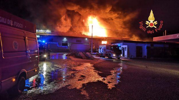 incendio catanzaro, vigili del fuoco catanzaro, Catanzaro, Calabria, Cronaca